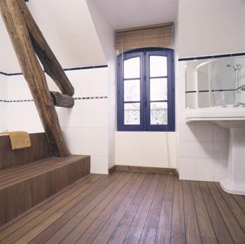 superbe parquet dans salle de bain
