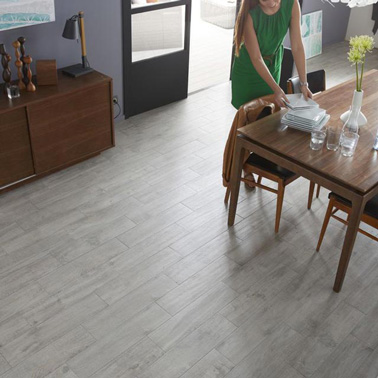 photo parquet imitation carrelage gris